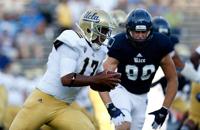 HOUSTON, TX - AUGUST 30: Brett Hundley #17 of the UCLA Bruins runs for a 72 yard touchdown in the first quarter of the game against the Rice Owls at Rice Stadium on August 30, 2012 in Houston, Texas. (Photo by Scott Halleran/Getty Images)