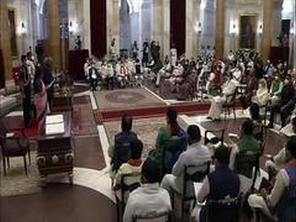 Visuals from swearing-in ceremony at Rashtrapati Bhavan on Wednesday.