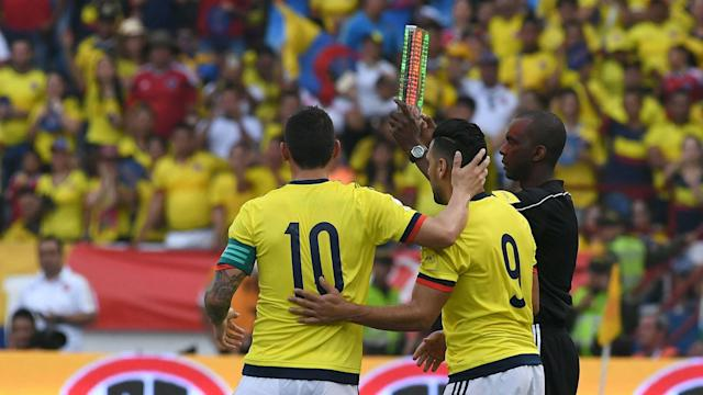 Abrazo falcao y James Colombia vs Chile Eliminatoria 10112016