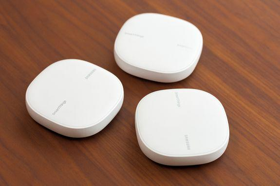 Samsung SmartThings Wifi easily stacks up to the competition.