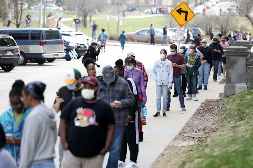 Voters wait in line outside Riverside University High School to cast ballots during the presidential primary election held amid the coronavirus disease (COVID-19) outbreak in Milwaukee, Wisconsin, U.S. April 7, 2020. REUTERS/Daniel Acker