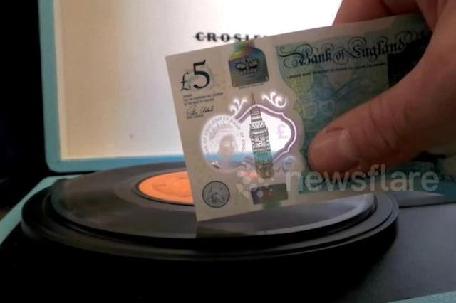 New £5 note can play a vinyl record