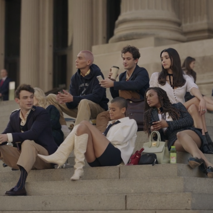 Julien and her friends sitting on the steps of the Met