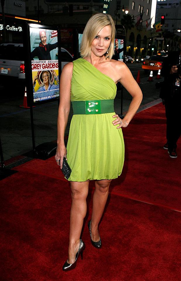 "Jennie Garth looked lovely in this chartreuse creation. Jeff Vespa/<a href=""http://www.wireimage.com"" target=""new"">WireImage.com</a> - April 16, 2009"
