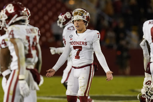 Old-man Ehlinger and freshman Rattler face off in Texas-OU