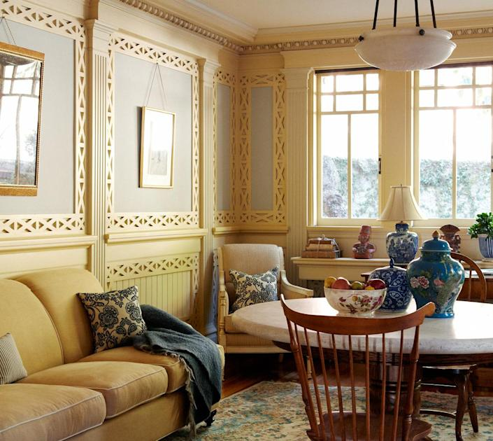 <p>There's a sunny breakfast room just off the kitchen. Take a look at that fully restored woodwork!</p>