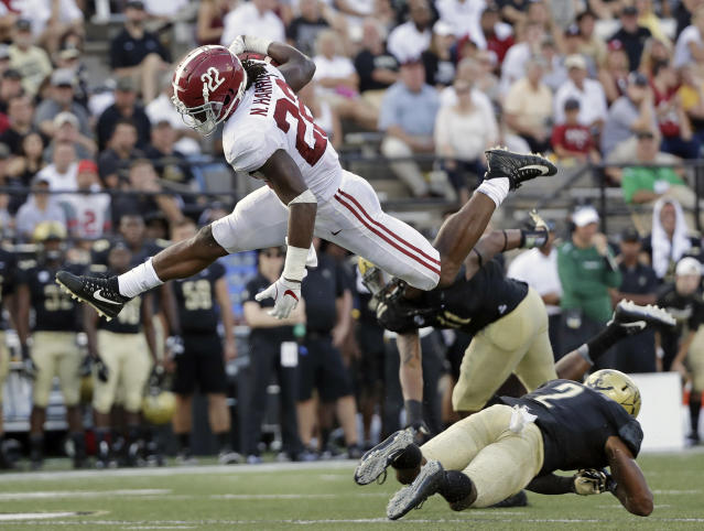 """<a class=""""link rapid-noclick-resp"""" href=""""/ncaaf/players/274846/"""" data-ylk=""""slk:Najee Harris"""">Najee Harris</a> had 370 rushing yards in 2017. He was the No. 1 recruit in the class of 2017. (AP Photo/Mark Humphrey, File)"""