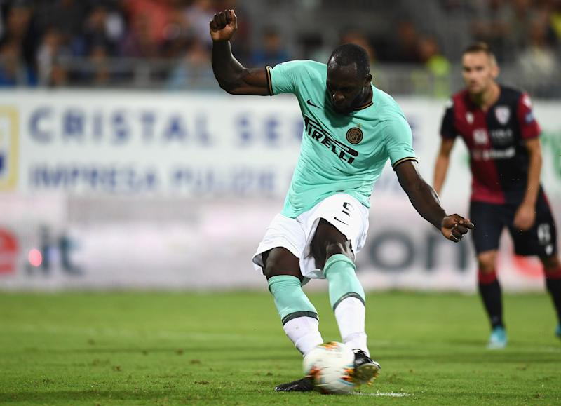 CAGLIARI, ITALY - SEPTEMBER 01: Romelu Menama Lukaku Bolingoli of FC scores the second goal during the Serie A match between Cagliari Calcio and FC Internazionale at Sardegna Arena on September 1, 2019 in Cagliari, Italy. (Photo by Claudio Villa - Inter/Inter via Getty Images)