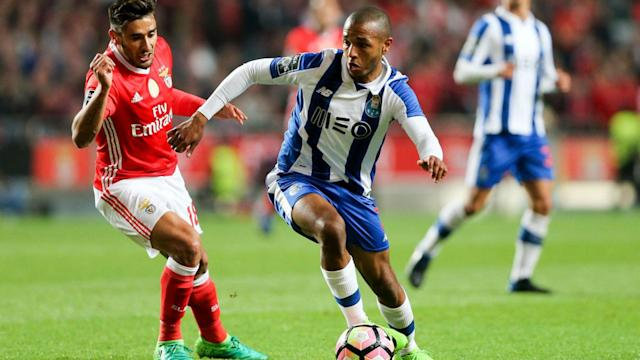 Benfica remain top of the Primeira Liga table by one point after a 1-1 draw with Porto.
