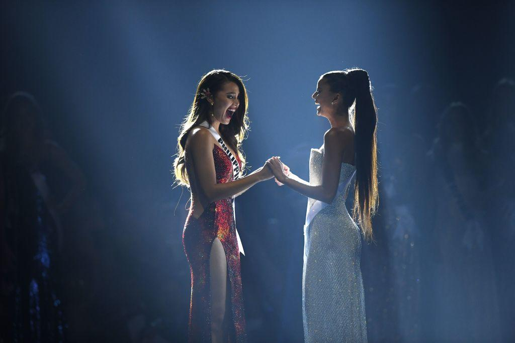 <p>Catriona Gray of the Philippines (L) reacts after winning the Miss Universe 2018 with Miss Universe first runner up Tamaryn Green of South Africa on December 17, 2018 in Bangkok. (Photo credit: LILLIAN SUWANRUMPHA/AFP/Getty Images) </p>