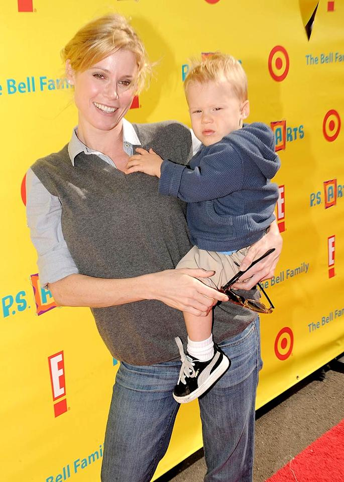 """Modern Family"" mom Julie Bowen treated one of her twin boys, 18-month-old John and Gus, to an artsy afternoon as well. Jordan Strauss/<a href=""http://www.wireimage.com"" target=""new"">WireImage.com</a> - November 7, 2010"