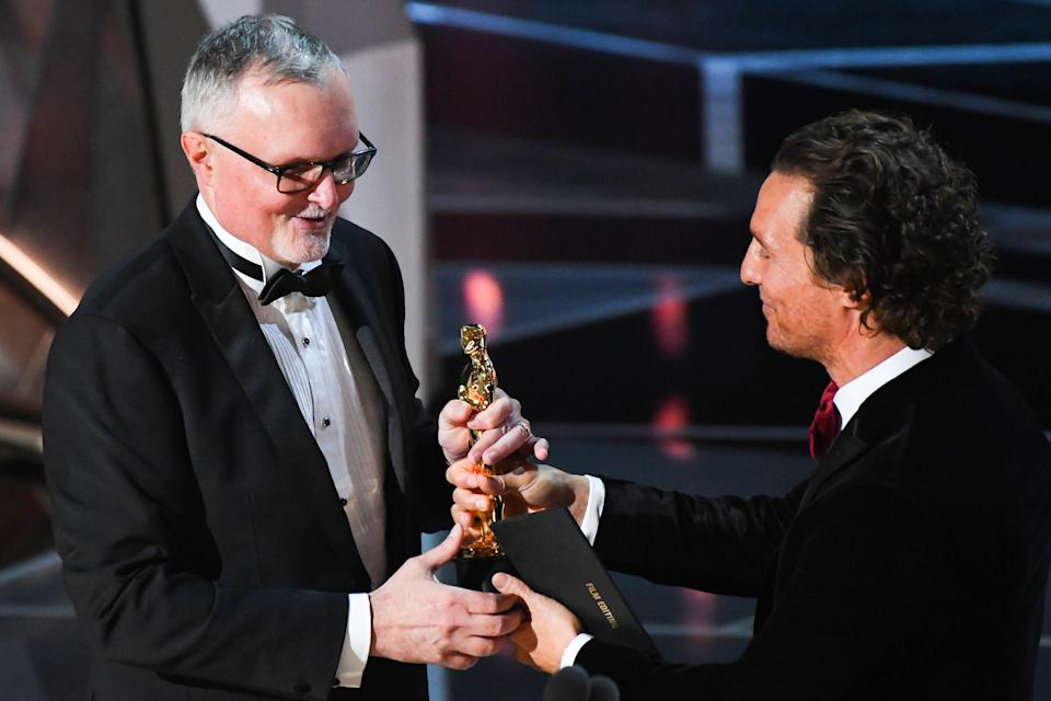 """March 4, 2018; Hollywood, CA, USA; Lee Smith accepts the Oscar for achievement in film editing for """"Dunkirk"""" from Matthew McConaughey during the 90th Academy Awards at Dolby Theatre. Mandatory Credit: Robert Deutsch-USA TODAY NETWORK/Sipa USA"""