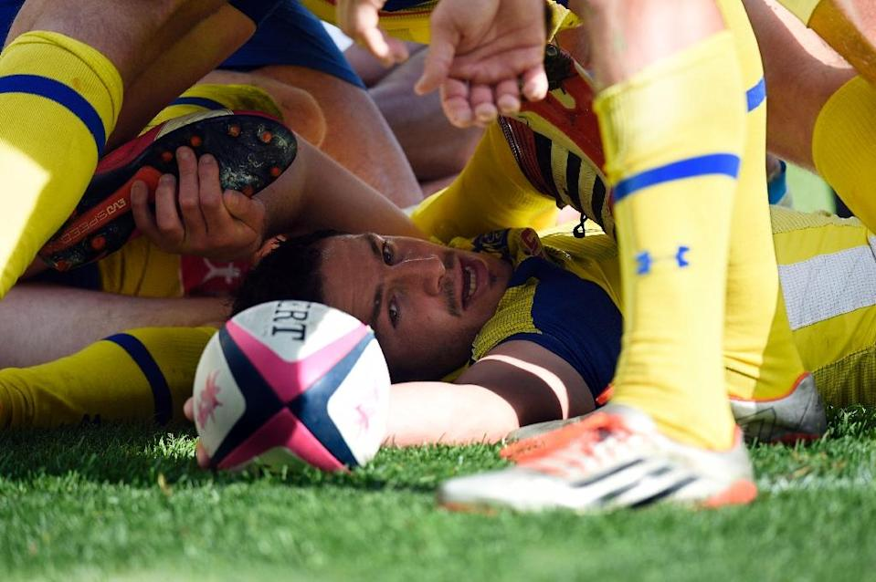 Clermont's scrum-half Thierry Lacrampe releases the ball after being tackled during their French Top 14 rugby match against Stade Francais Paris, at Jean Bouin stadium in Paris, on March 28, 2015 (AFP Photo/Martin Bureau)