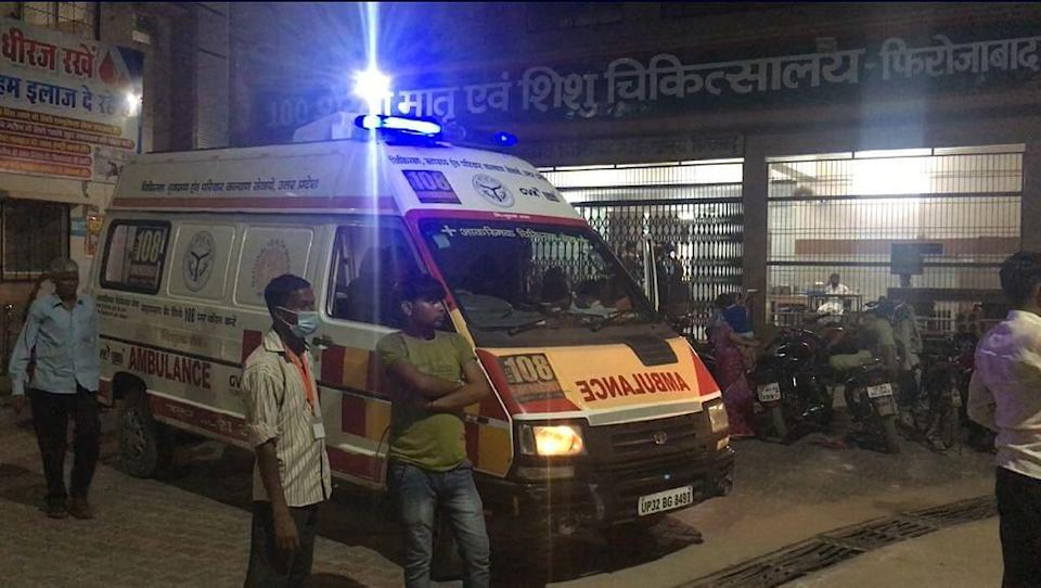 """<div class=""""paragraphs""""><p>An ambulance parked outside a hospital in UP.</p></div>"""