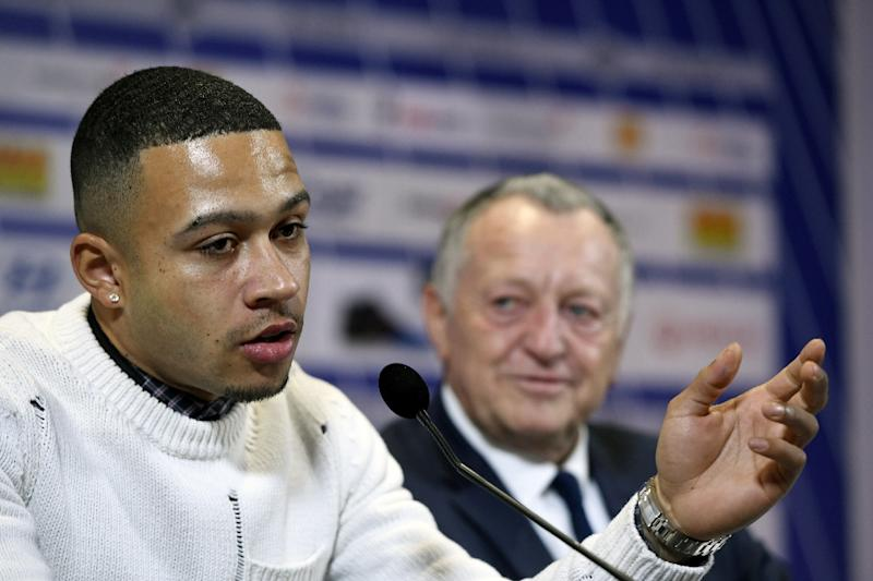 Lyon's new Dutch forward Memphis Depay (left) addresses a press conference in the French city on January 20, 2017 (AFP Photo/PHILIPPE DESMAZES)