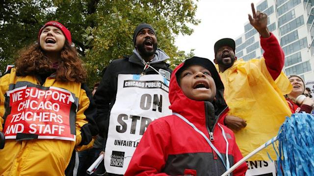 Chicago mayor begs teachers to return to classrooms amid ongoing strike (ABC News)