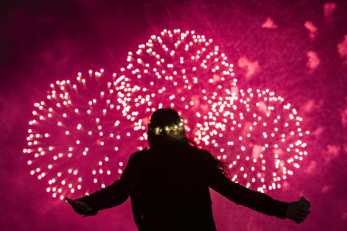 A young girl watches the midnight fireworks over Sydney Harbour during New Year's Eve celebrations on Dec. 31, 2018. (Photo: Brook Mitchell/Getty Images)