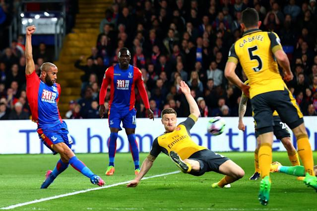 <p>Andros Townsend makes it 1-0 to Palace</p>