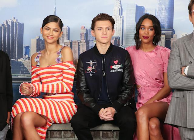 Zendaya, Tom Holland (Peter Parker em Homem-Aranha: De Volta ao Lar) e Laura Harrier. (Photo by Rob Kim/Getty Images)