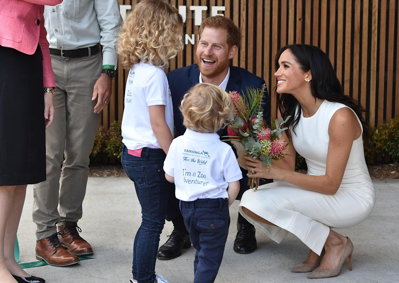 "<p>The <a rel=""nofollow"" href=""https://au.lifestyle.yahoo.com/meghan-glowing-first-appearance-pregnancy-announcement-221044979.html"">Duke and Duchess of Sussex</a> were presented with their first posy of flowers by two pre-school students at Taronga Zoo on Monday. Photo: AAP </p>"