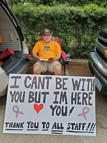 PHOTO: Albert Conner held a sign for his wife as she received chemotherapy at the University of Texas MD Anderson Cancer Center in Sugar Land, Texas. (Kelly Conner)