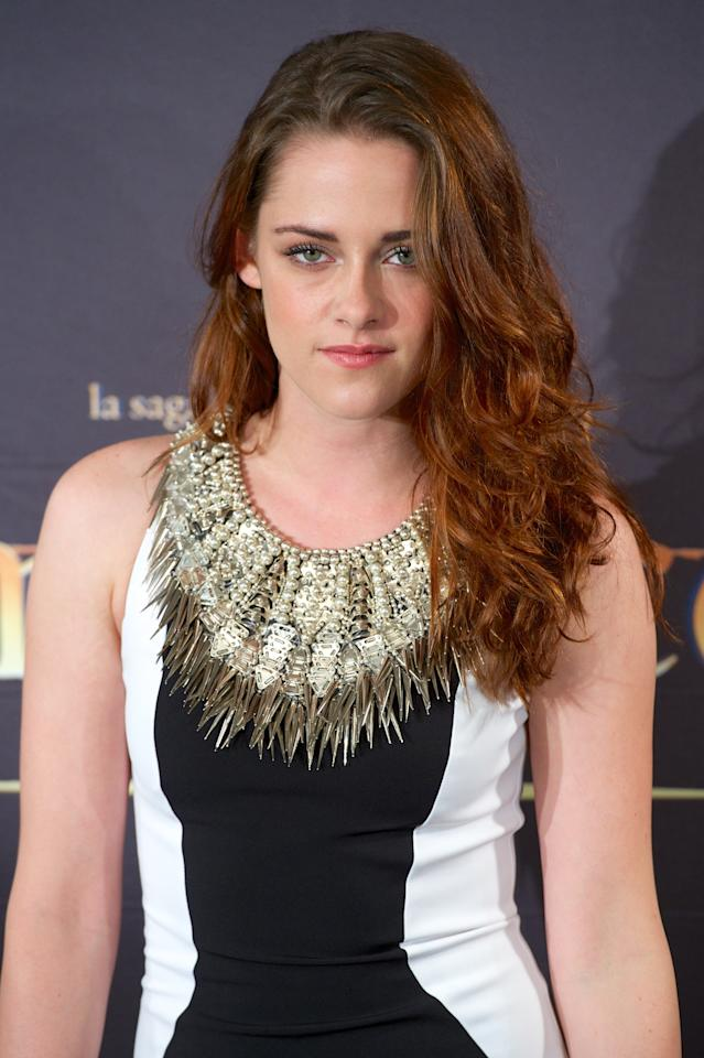 """MADRID, SPAIN - NOVEMBER 15:  Actress Kristen Stewart attends the """"The Twilight Saga: Breaking Dawn - Part 2"""" (La Saga Crepusculo: Amanecer Parte 2) photocall at the Villamagna Hotel on November 15, 2012 in Madrid, Spain.  (Photo by Carlos Alvarez/Getty Images)"""