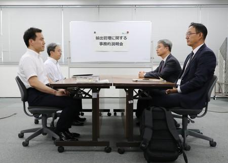 Japan, South Korea fail to mend dispute with frosty meeting
