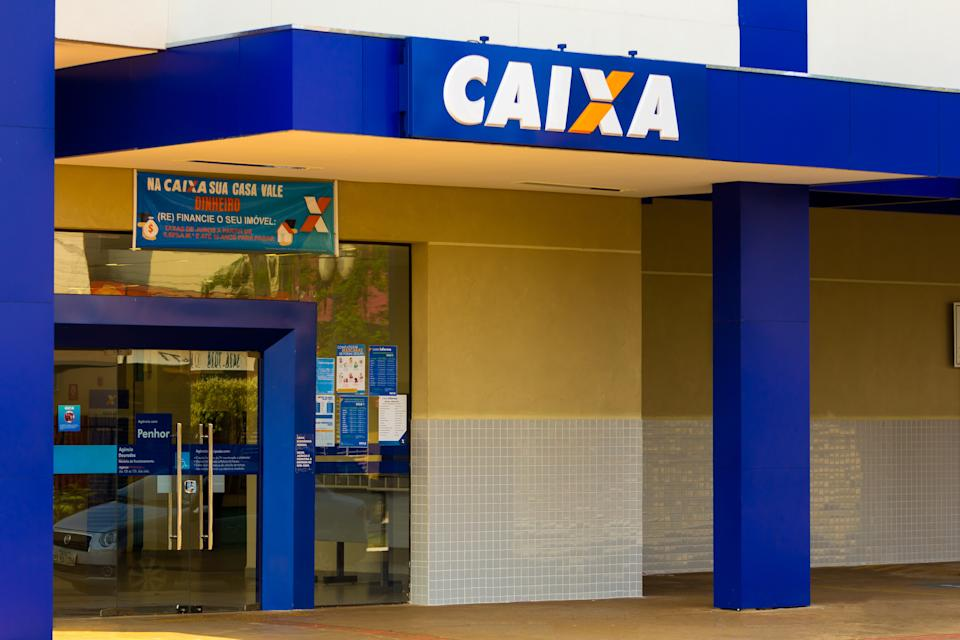 GLóRIA DE DOURADOS, BRAZIL - 2020/09/15: The Caixa Econômica Federal logo at one of its bank branches in Dourados, Mato Grosso do Sul. (Photo by Rafael Henrique/SOPA Images/LightRocket via Getty Images)