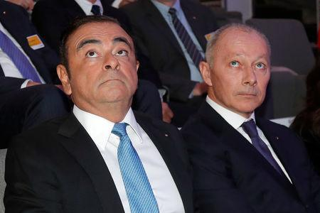 Carlos Ghosn, Chairman and CEO of the Renault-Nissan Alliance (L) and Groupe Renault chief competitive officer Thierry Bollore (R) attend a news conference to unveil Renault next mid-term strategic plan in Paris, France, October 6, 2017. REUTERS/Charles Platiau