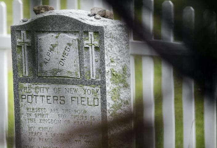 "<span class=""caption"">A grave marking the entrance to New York's Hart Island cemetery.</span> <span class=""attribution""><a class=""link rapid-noclick-resp"" href=""http://www.apimages.com/metadata/Index/Virus-Outbreak-New-York/6421ebcadd2d4859828a3c32c256be9f/72/0"" rel=""nofollow noopener"" target=""_blank"" data-ylk=""slk:Seth Wenig/AP Photo"">Seth Wenig/AP Photo</a></span>"