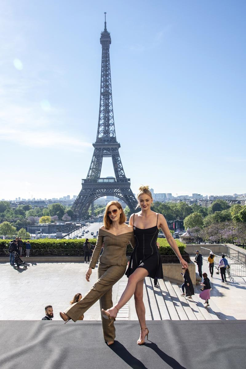 Jessica Chastain and Sophie Turner pose together in front of the Eiffel Tower.