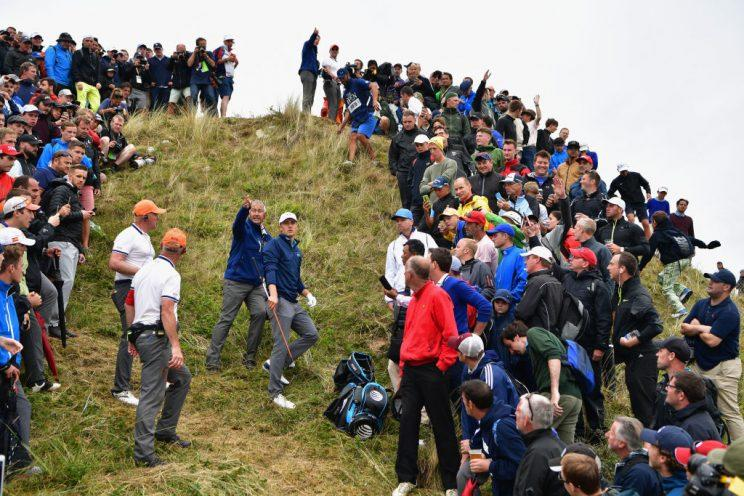 The flag stick was on the other side of this hill for Jordan Spieth. (Getty)