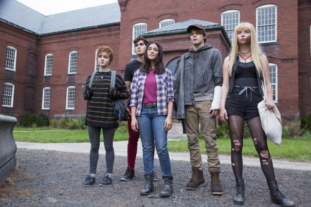 Maisie Williams, Henry Zaga, Blu Hunt, Charlie Heaton and Anya Taylor-Joy in <i>The New Mutants</i>. (Twentieth Century Studios)