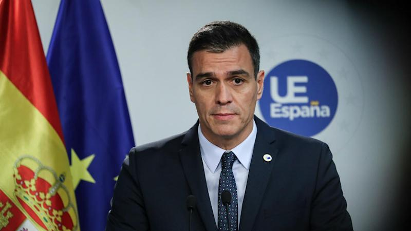 Spain's Sanchez under pressure over Catalan protests amid unionist rally