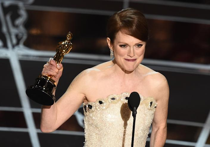 Julianne Moore accepts her Best Actress award on stage at the 87th Oscars on February 22, 2015 (AFP Photo/Robyn Beck)