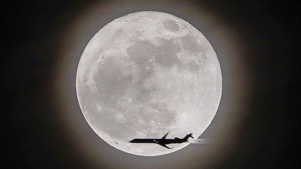 PHOTO: An airplane crosses in front of the moon, a supermoon, in Avondale Estates, Georgia, Dec.3, 2017. (Erik S. Lesser/EPA)