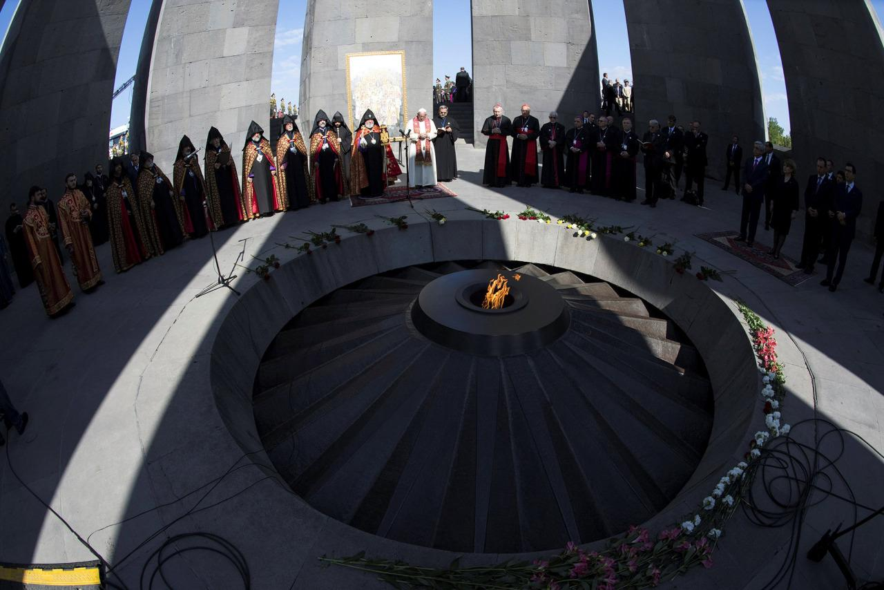 <p>Pope Francis and Catholicos of All Armenians Karekin II attend a ceremony in commemoration of Armenians killed by Ottoman forces during World War One at the Tzitzernakaberd Genocide Memorial in Yerevan, Armenia, June 25, 2016. (Photo: Maurizio/REUTERS) </p>