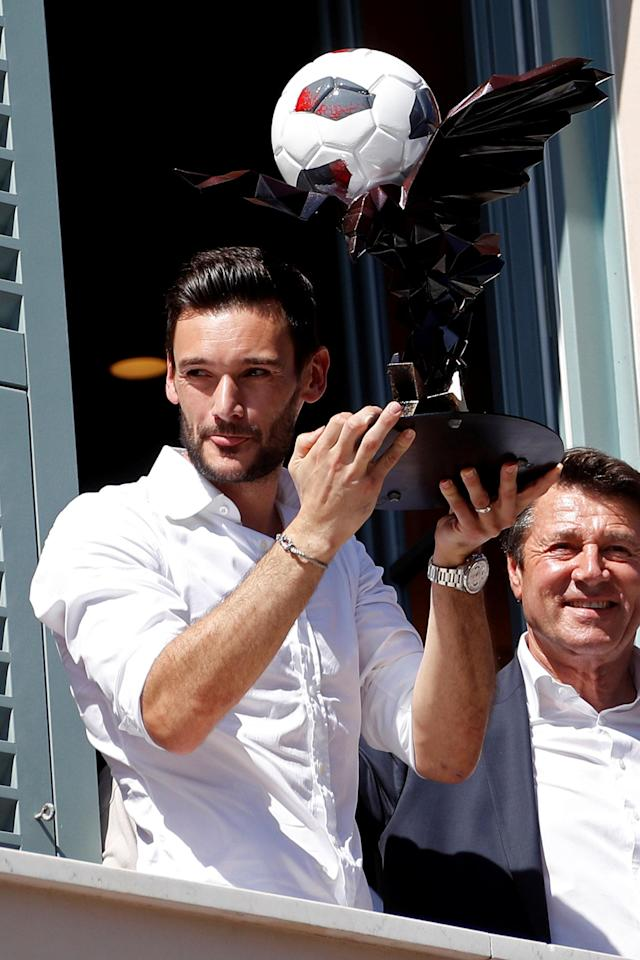 France soccer team goalkeeper Hugo Lloris holds a trophy with an eagle, the city's emblem, next to Christian Estrosi, Mayor of Nice, from a balcony at the city hall in Nice, after their victory in the 2018 Russia Soccer World Cup, in Nice, France, July 18, 2018. REUTERS/Eric Gaillard