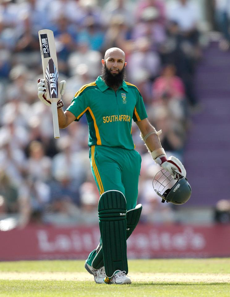 SOUTHAMPTON, ENGLAND - AUGUST 28:  Hashim Amla of South Africa acknowledges the crowd after reaching his century during the 2nd NatWest Series ODI match between England and South Africa at the Ageas Bowl on August 28, 2012 in Southampton, England.  (Photo by Harry Engels/Getty Images)