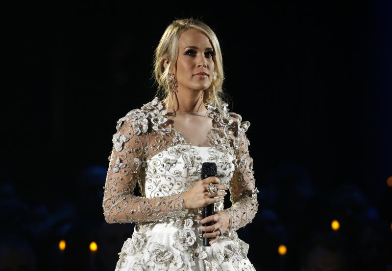 Country music star Carrie Underwood is recovering after a fall at her Nashville home left her with a broken wrist and other injuries. (Mario Anzuoni / Reuters)