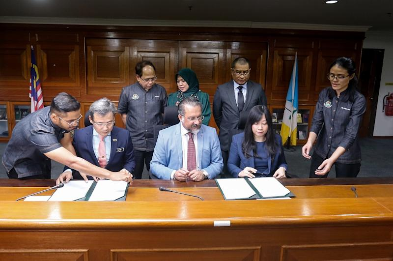 Penang mayor Datuk Yew Tung Seang (left) and IBM managing director Catherine Lian (right) at the MoU Signing Ceremony between Penang Island City Council and IBM at Komtar in George Town June 14, 2019. — Picture by Sayuti Zainudin
