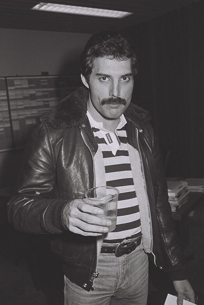 <p><strong>Freddie Mercury</strong></p><p>Instead of the diagonal lines of the Daddy or the rounded edges of the Comb, the Rectangle mustache is boxy. It still looks best when it's full and robust, but is all about angles. When trimming, don't follow the natural lines of your mouth—take the hair to the corners of your mouth and square the corners. You can even let a little dangle on the sides, as shown here on Freddie Mercury, but not too much.</p>