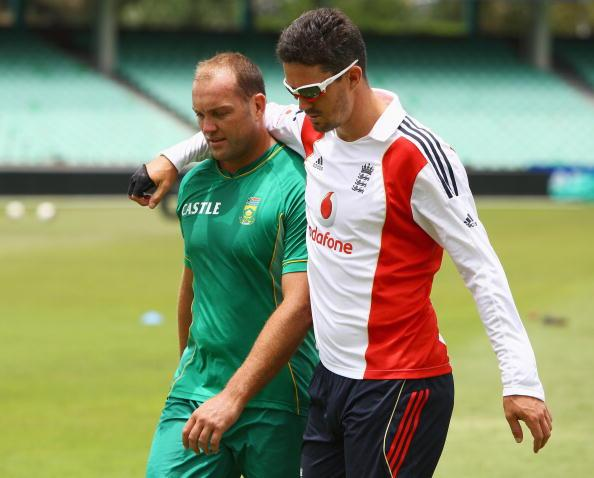 DURBAN, SOUTH AFRICA - DECEMBER 25:  Kevin Pietersen of England talks to Jacques Kallis of South Africa during an England nets session at Kingsmead Cricket Ground on December 25, 2009 in Durban, South Africa.  (Photo by Paul Gilham/Getty Images)