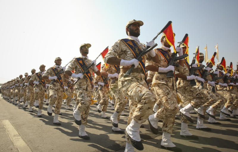 Members of the Iranian revolutionary guard march during a parade to commemorate the anniversary of the Iran-Iraq war (1980-88), in Tehran September 22, 2011. (Photo: Stringer/Reuters)