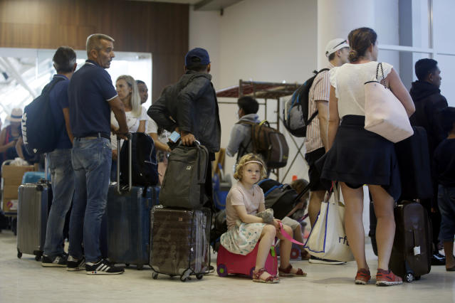 <p>Foreign tourists queue up to check in at Lombok International Airport following an earthquake in Praya, Lombok Island, Indonesia, Tuesday, Aug. 7, 2018. (Photo: Firdia Lisnawati/AP) </p>