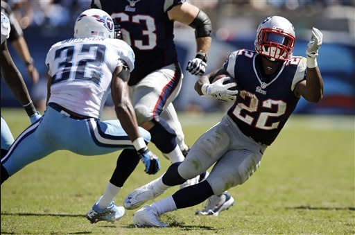 Pats win 9th straight opener, 34-13 over Titans