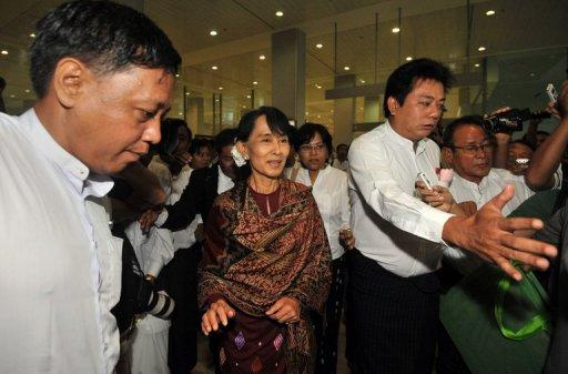 "Myanmar opposition leader Aung San Suu Kyi said her visit to Thailand was ""very satisfactory"""