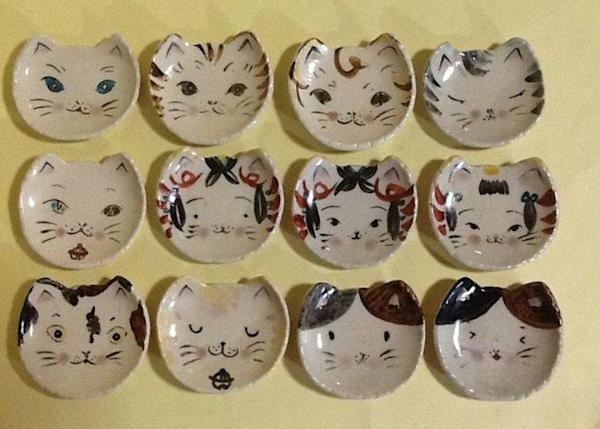 ▲ Cat plates specially made by Hana * Hana. Those pictured are for sale, however, you can chose this kind of plate to paint, too (photo provided by Hana * Hana)