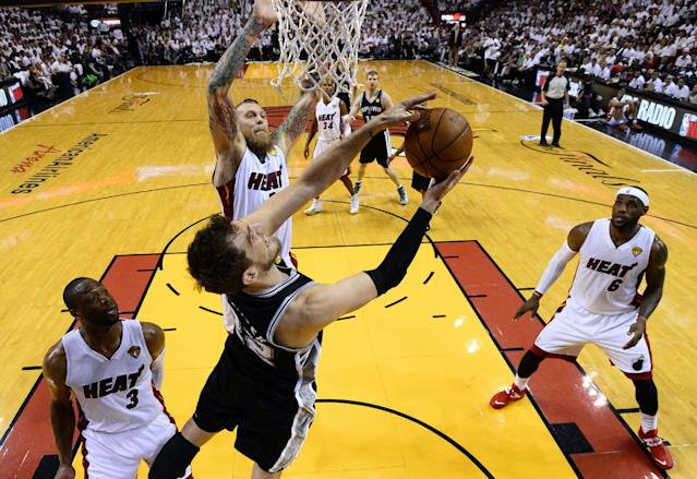 San Antonio Spurs center Tiago Splitter (22) goes to the basket against the Miami Heat in the first half in Game 4 of the NBA basketball finals in Miami, Thursday, June 12, 2014. The Spurs won 107-86. (AP Photo/Larry W. Smith, Pool)
