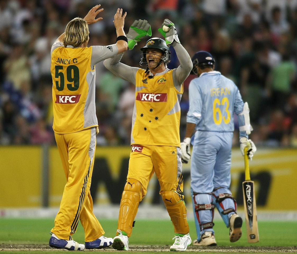 MELBOURNE, AUSTRALIA - FEBRUARY 01:  Nathan Bracken and Adam Gilchrist of Australia celebrate the wicket of Irfan Pathan of India during the Twenty20 International match between Australian and India at The Melbourne Cricket Ground on February 1, 2008 in Melbourne, Australia.  (Photo by Quinn Rooney/Getty Images)